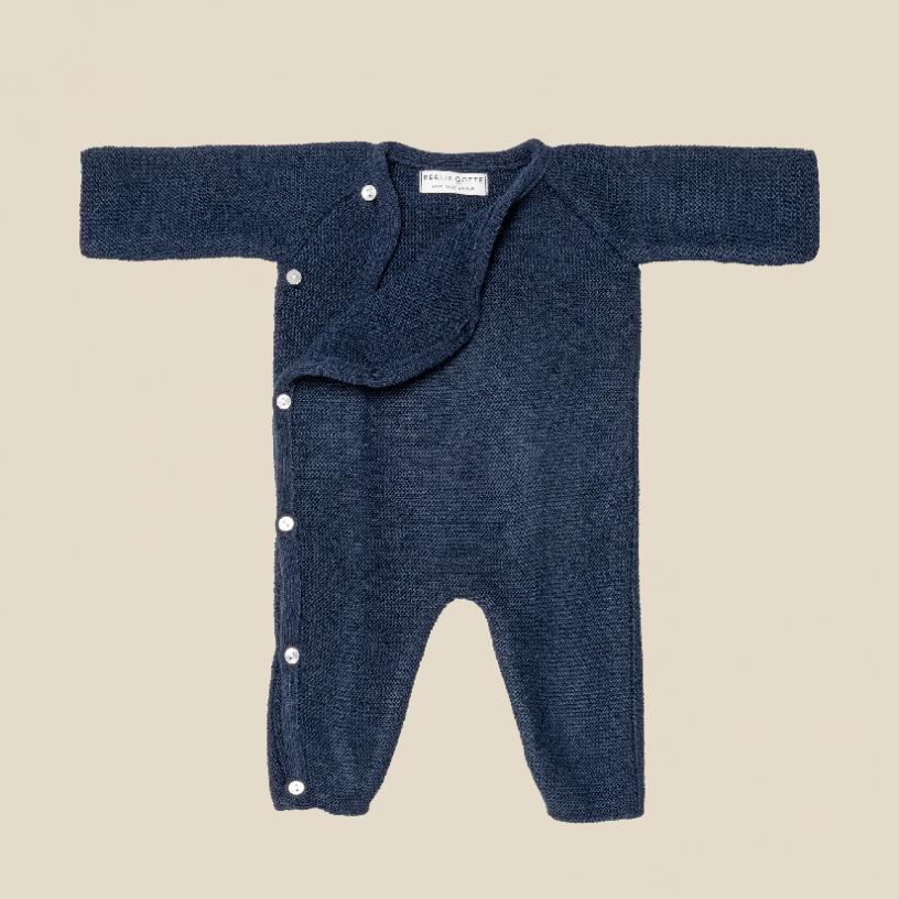 LA COMBINAISON  Couleur-Bleu marine Taille-6-12 mois